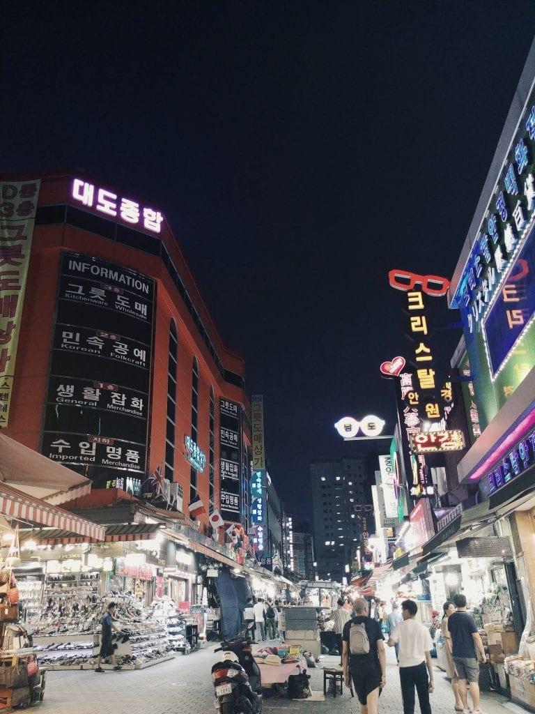 Namdaemun Markt bei Nacht in Seoul