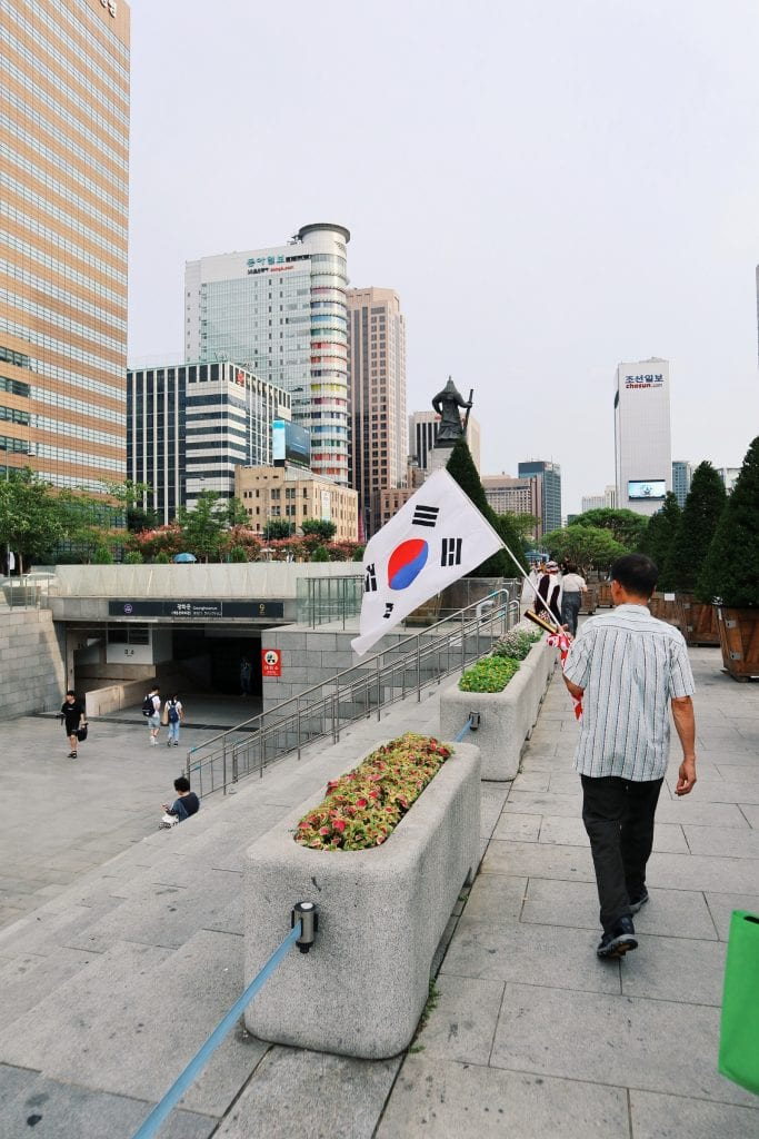 Koreanische Flagge am Gwanghwamu Square