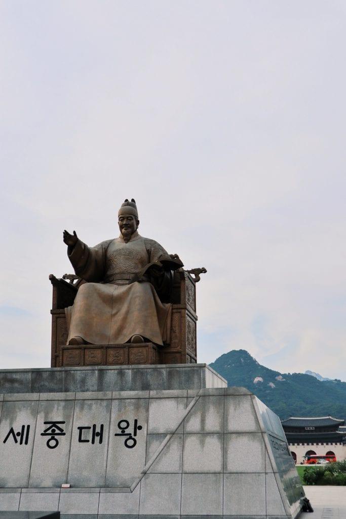 Statuen von King Sejong am Gwanghwamu Square