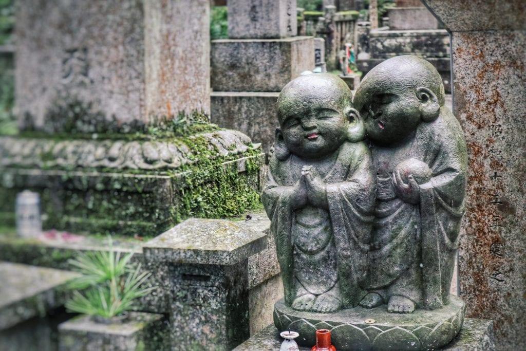 Buddhistische Figuren im Okunoin-Friedhof