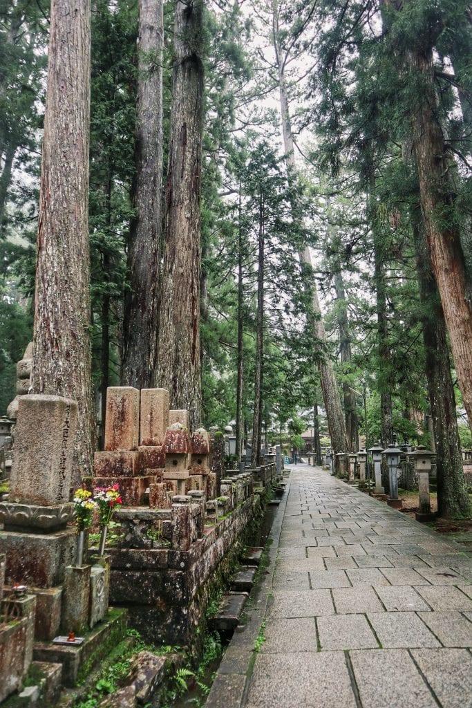 Wege im Okunoin-Friedhof