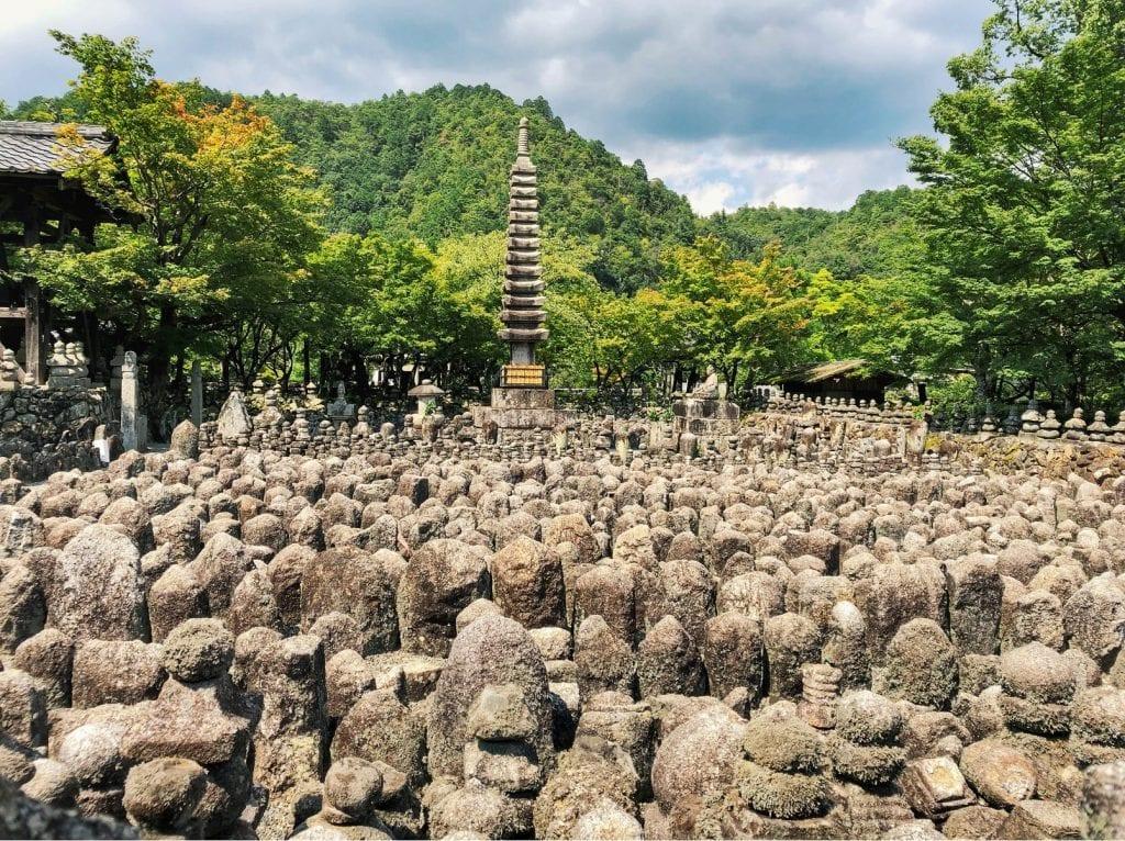 Kyoto-Reisetipps: Nembutsu-ji Tempel mit Steinbuddhas