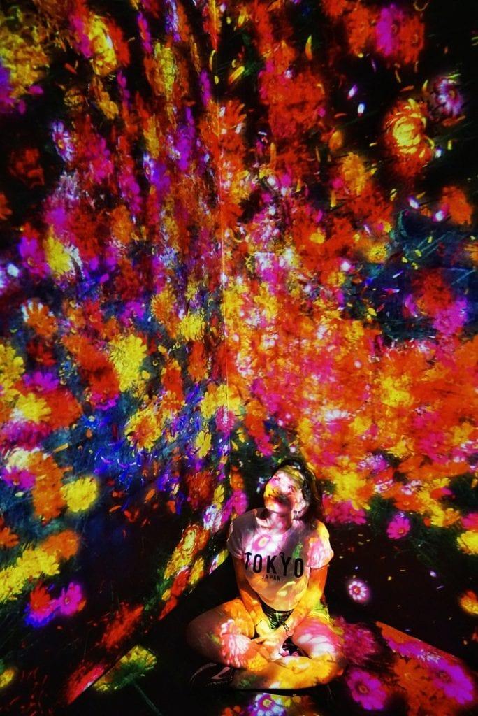 Licht- und Farbinstallationen im Teamlab Borderless