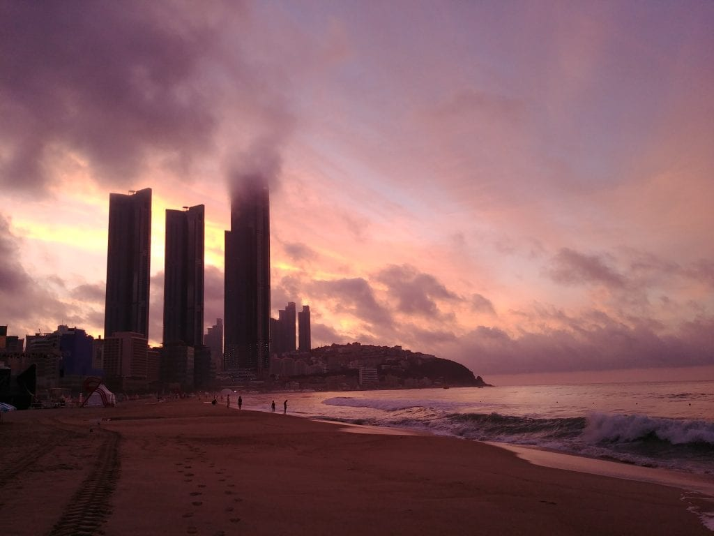 Sonnenaufgang am Haeundea Beach/ Busan