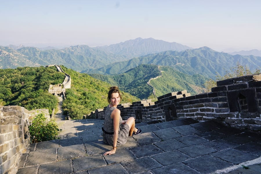 Travlllerin Lisa auf der Chinesischen Mauer