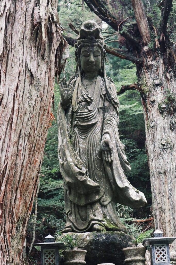 Statuen im Okunoin-Friedhof