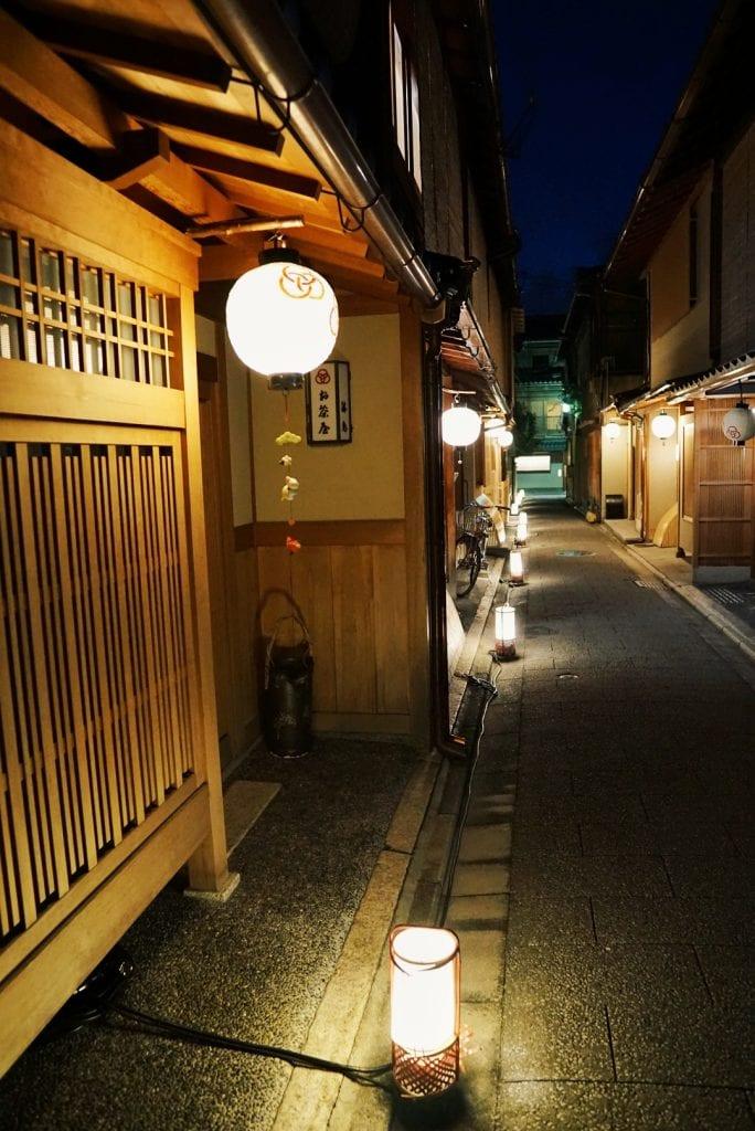 Straßen von Gion bei Nacht