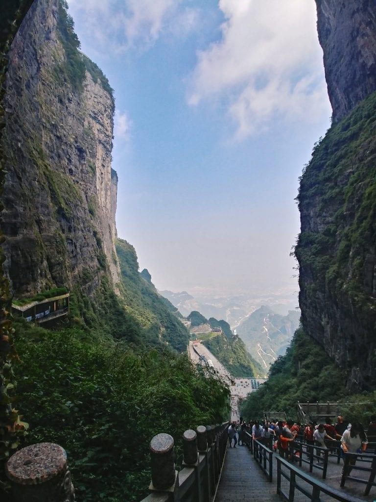 999 Stufen zur Tianmen Cave ins Tal