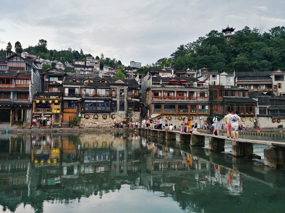 Empfehlung Fenghuang: Steinbrücke und Fluss, Chinas schönste Stadt