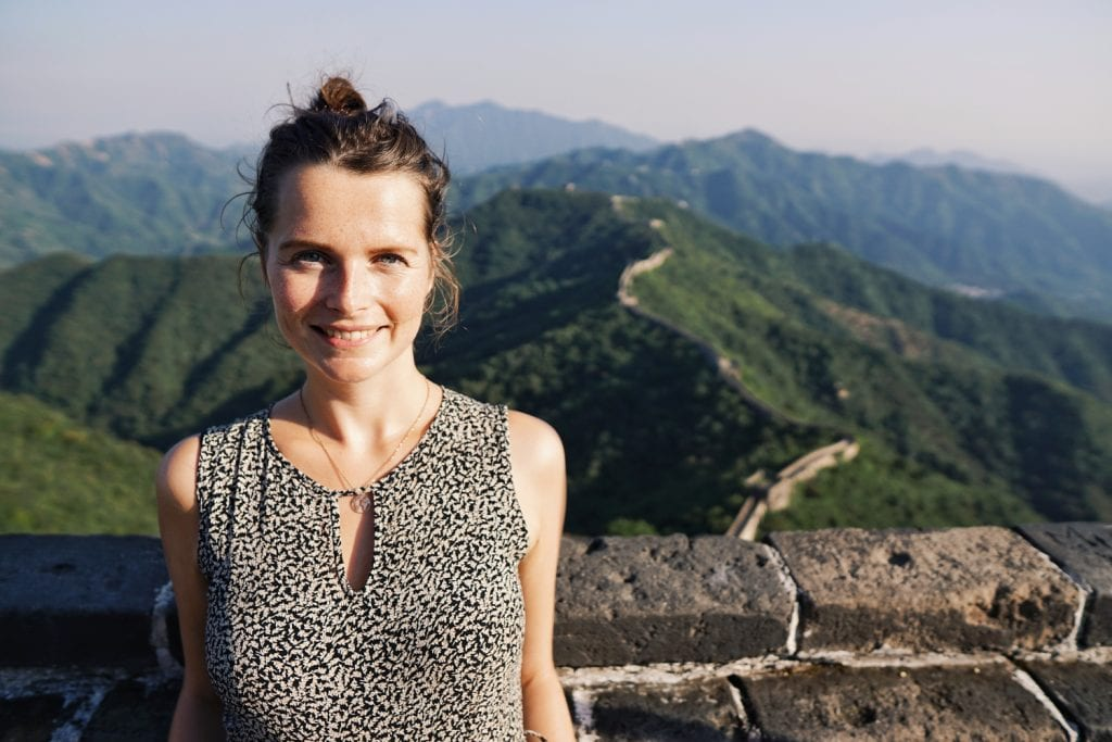 Travellerin Lisa an der chinesischen Mauer