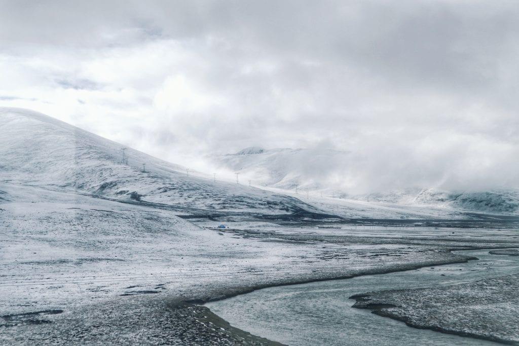 Schnee im tibetischen Hochland