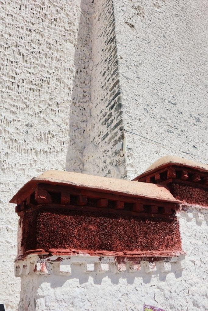 Weiße Farbe am Potala Palast