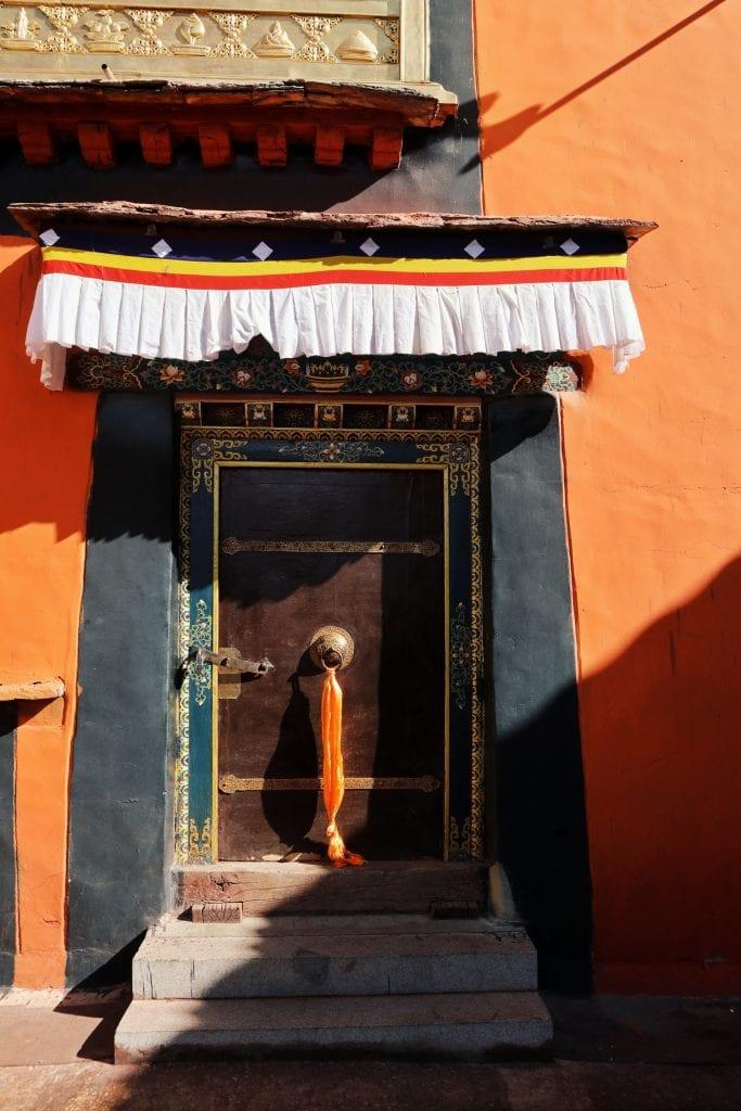 Bunte Wände im Jokhang Tempel
