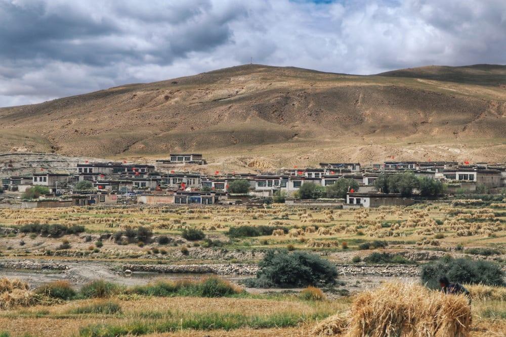 Häuser in Tibet auf dem Weg zum Mount Everest