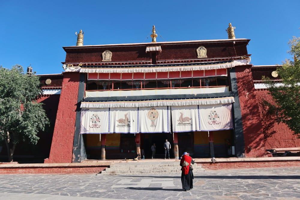 Mönchshalle im Pelkor-Code Kloster