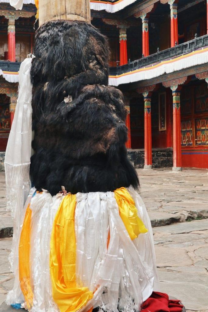 Mast mi Yakfell in der Tashilhunpo Monastery