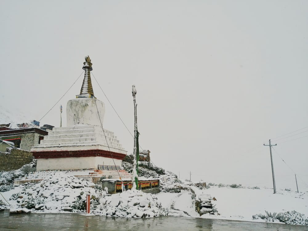 Rongbuk Monastery mit Mount Everest