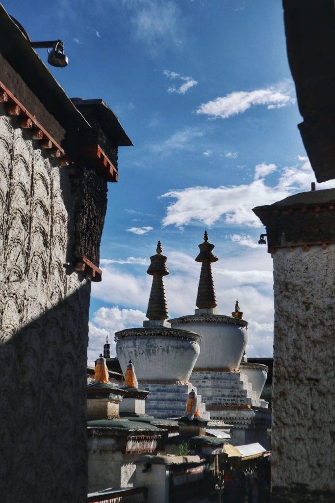 Stupas in der Tashilhunpo Monastery