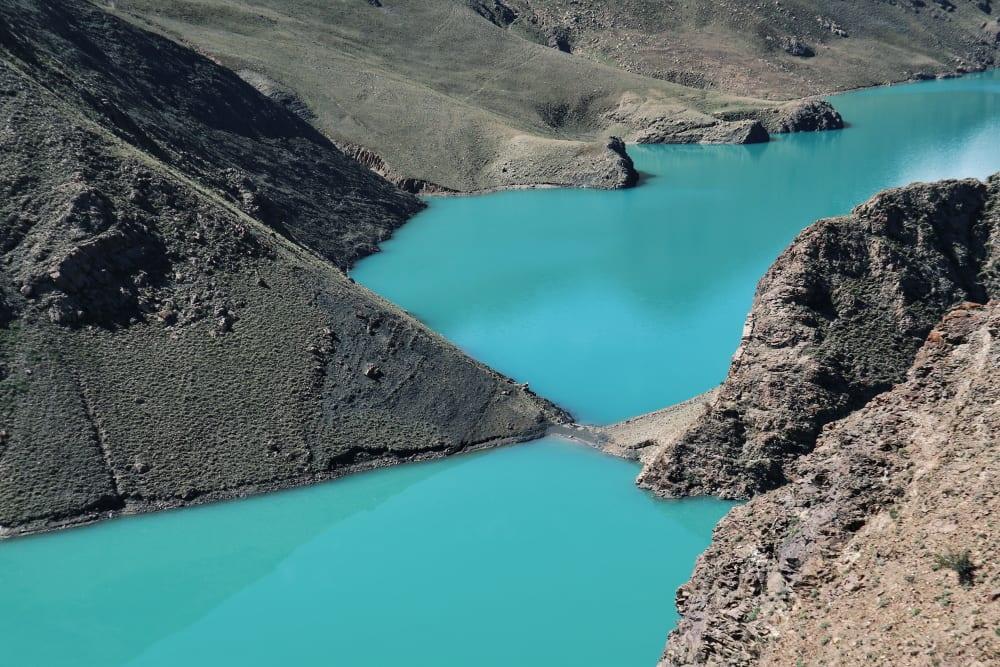 Türkis Wasser der Manle-Talsperre