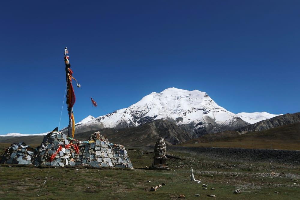 Tibet Gletscher mit Steinhaufen