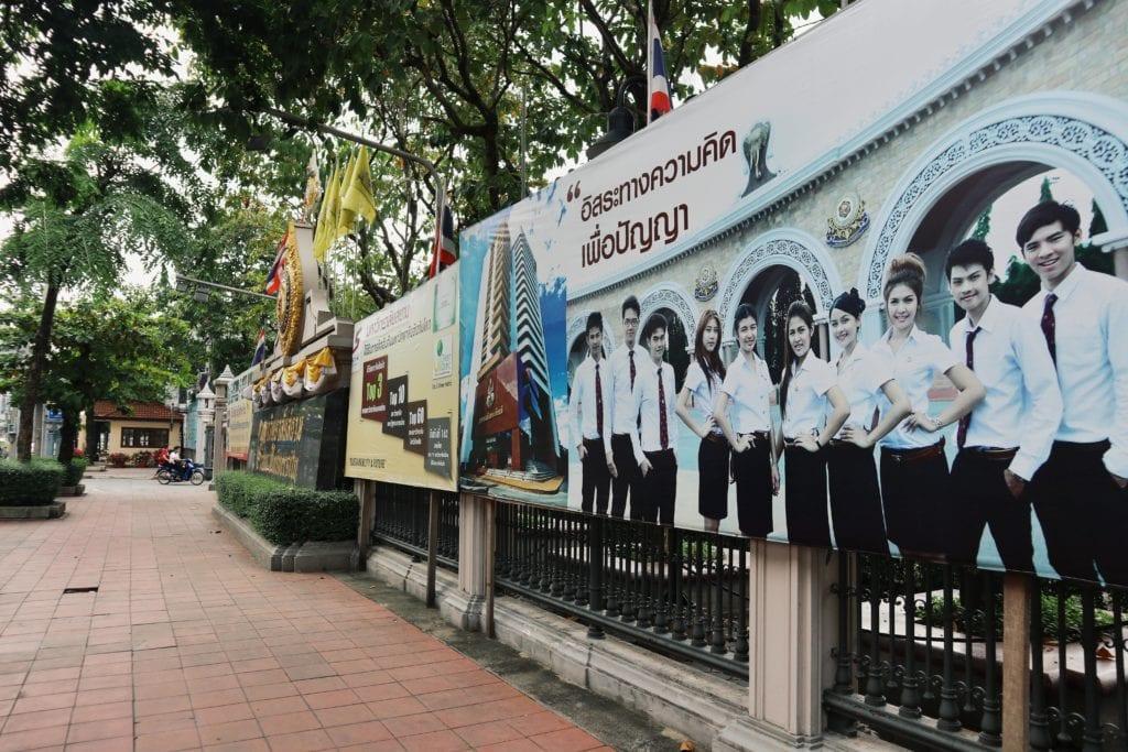 Straße zur Siam University
