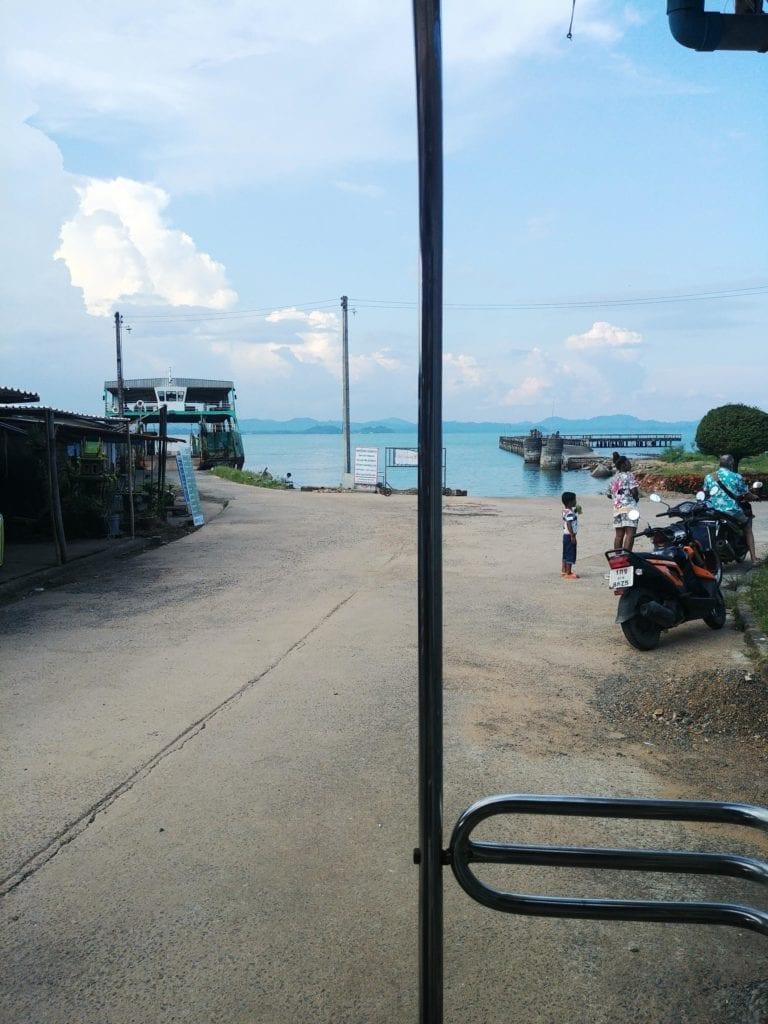 Ankunft Hafen Koh Chang auf einem Songthaew