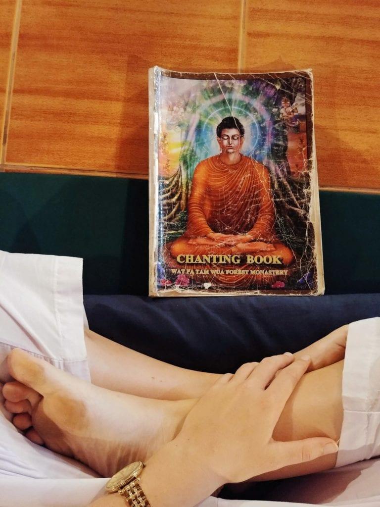 Erste-Abendmeditation-in-der-Wat-Pa-Tam-Wua-Forest-Monastery