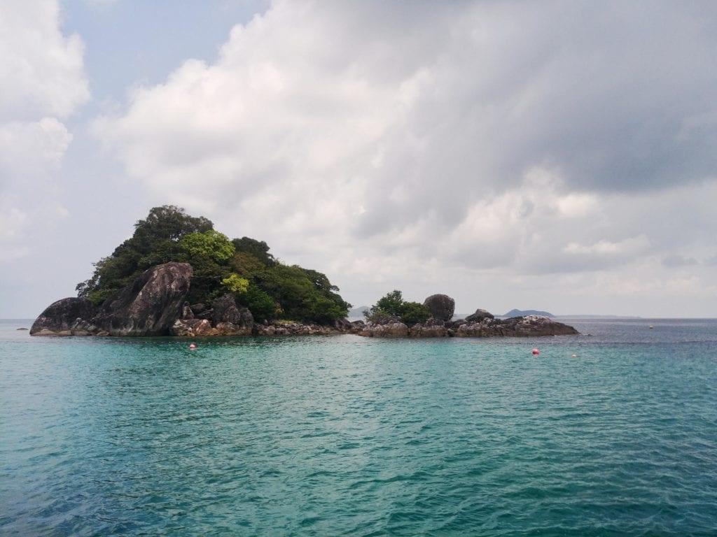 Schnorcheln am Felsen auf Koh Chang