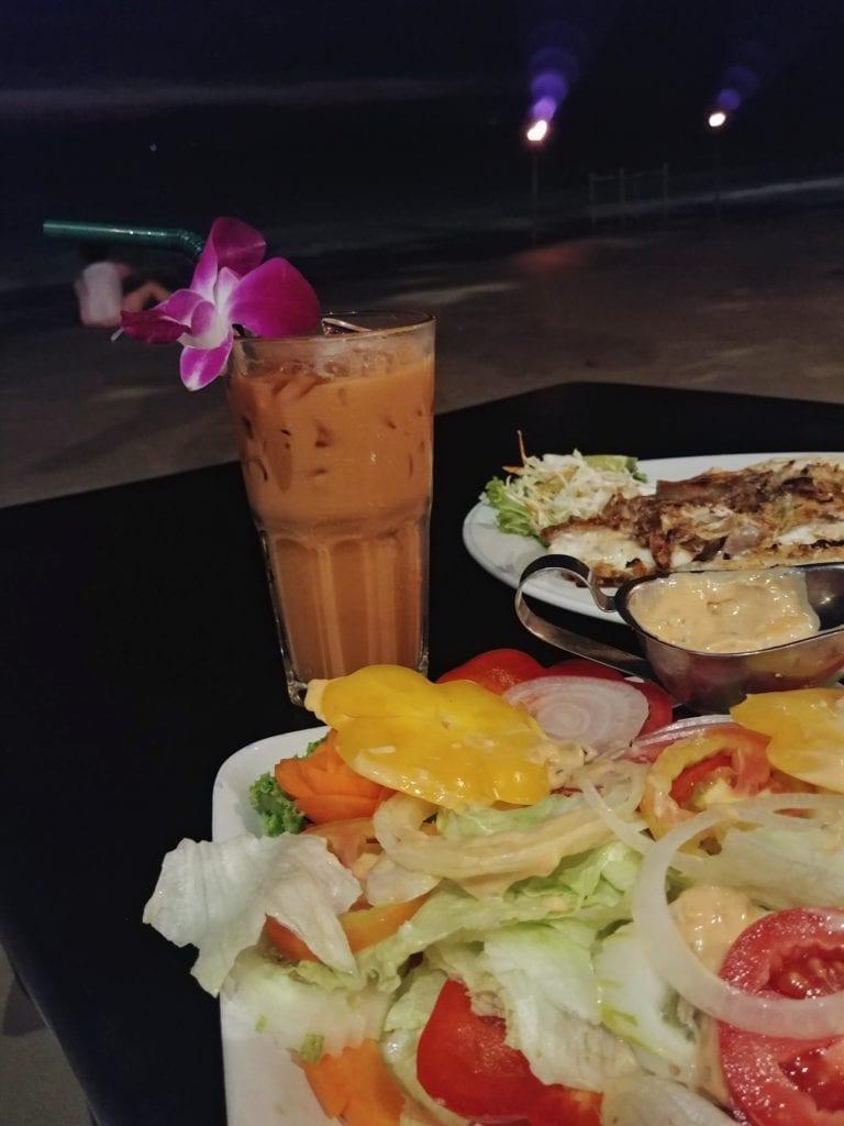 Strandrestaurant Fisch Salat Thai Tea_Whitesandy Beach Koh Chang