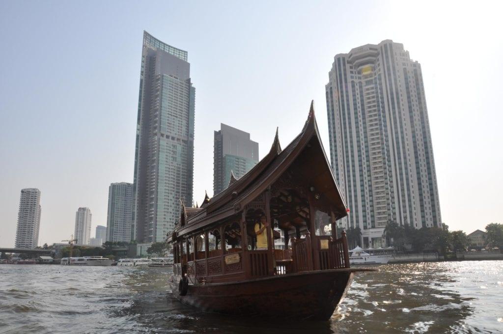 Taxifahren Bangkok Boot über Fluss