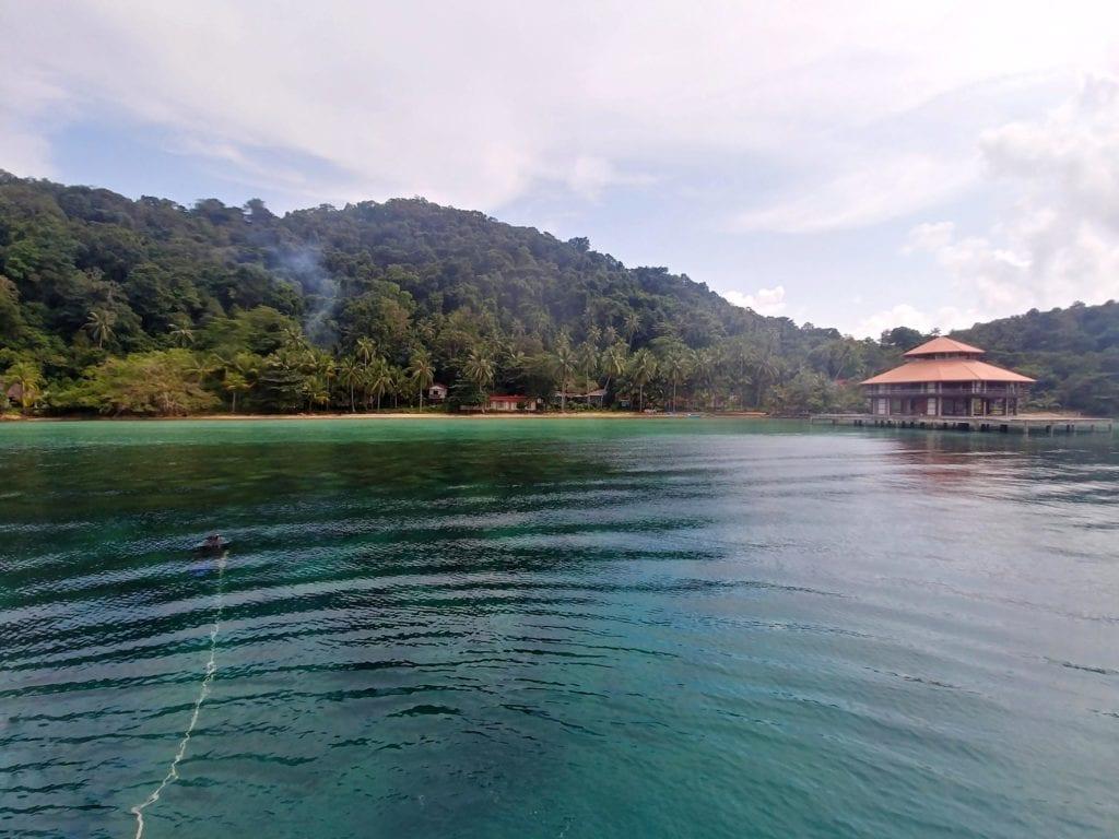 Verlassener Strand beim Schnorcheln auf Koh Chang