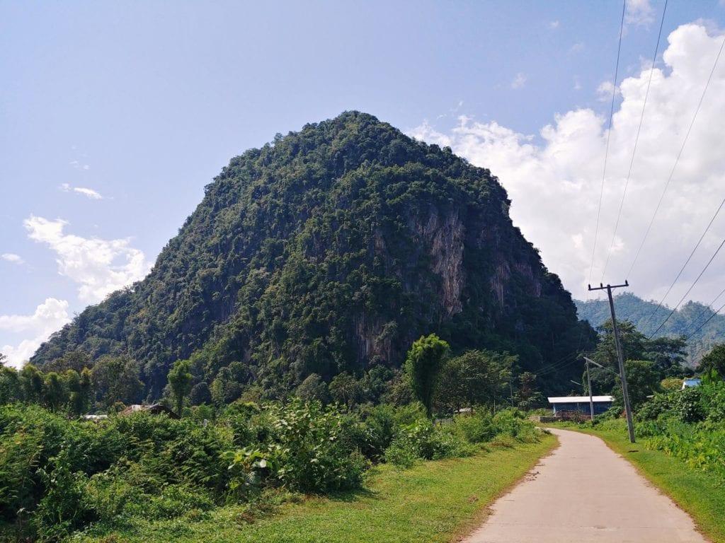 Weg zum Kloster in Thailand: Eingang Wat Pa Tam Wua Forest Monastery