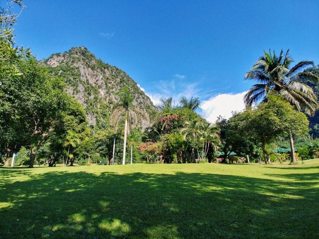 Wat Pa Ta, Wua Forest Monastery Garten und Klarsteinfelsen