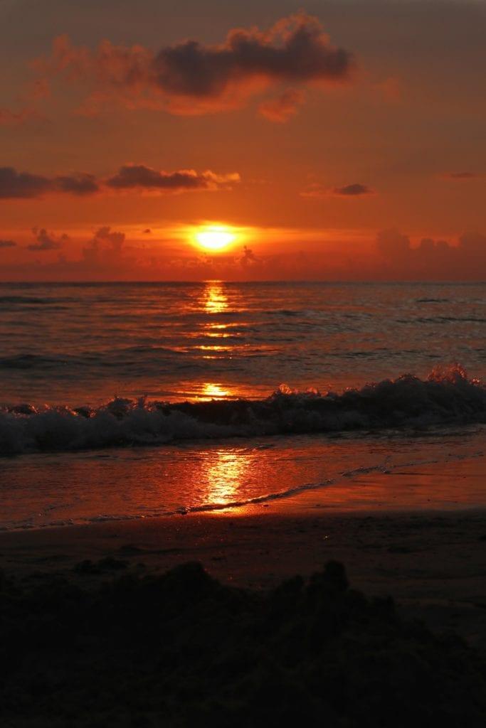 roter Sonnenuntergang Whitesandy Beach