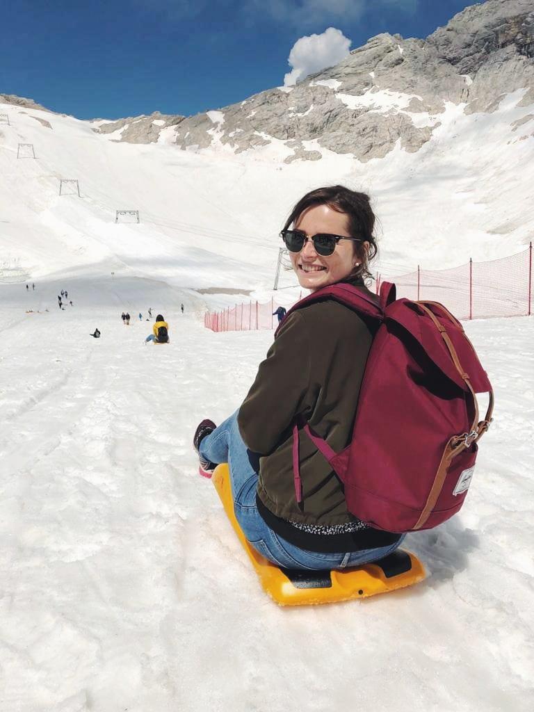 Travellerin Rodeln Zugspitze Gletscher