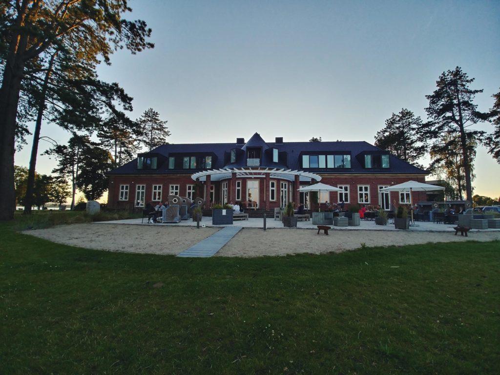 Blick auf Restaurant und Hotel Seeleben in Schleswig