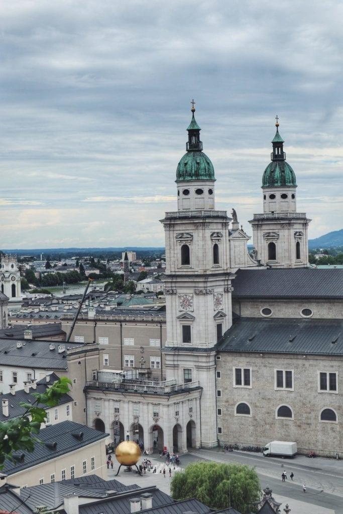 Blick auf Salzburger Dom vom Stiegel Keller