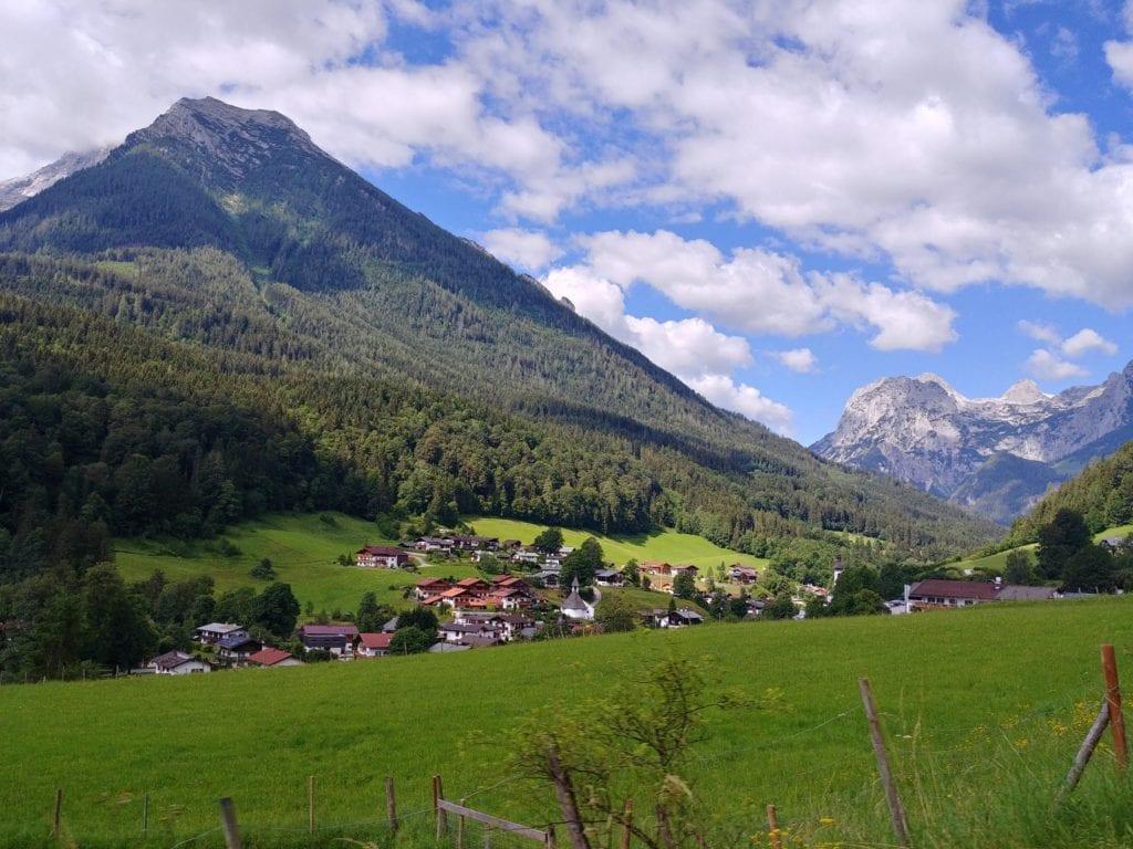 Blick aus Auto_Alpenstraße Bayern Roadtrip
