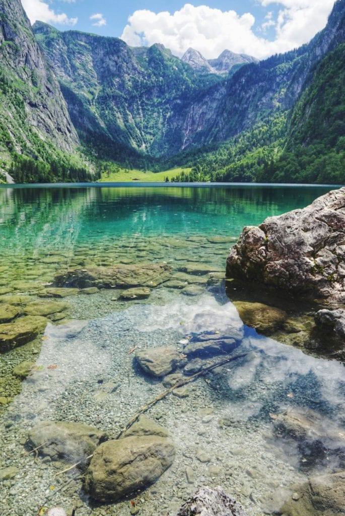 Klares Wasser vom Obersee Bayern