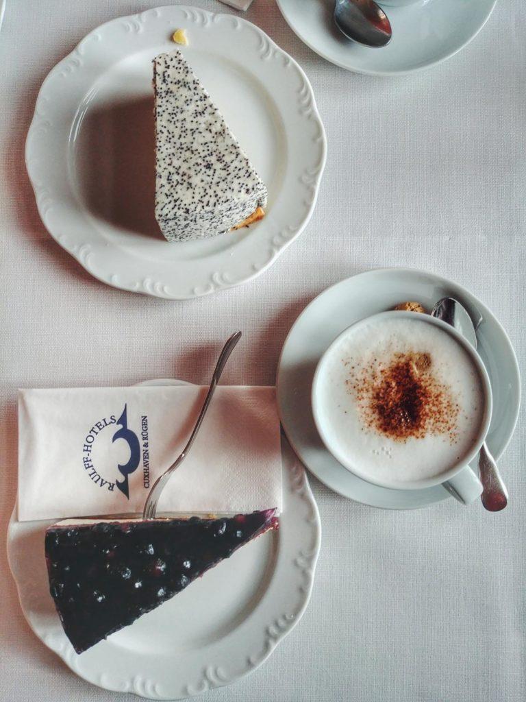Kuchen und Kaffee im Schloss Ralswiek