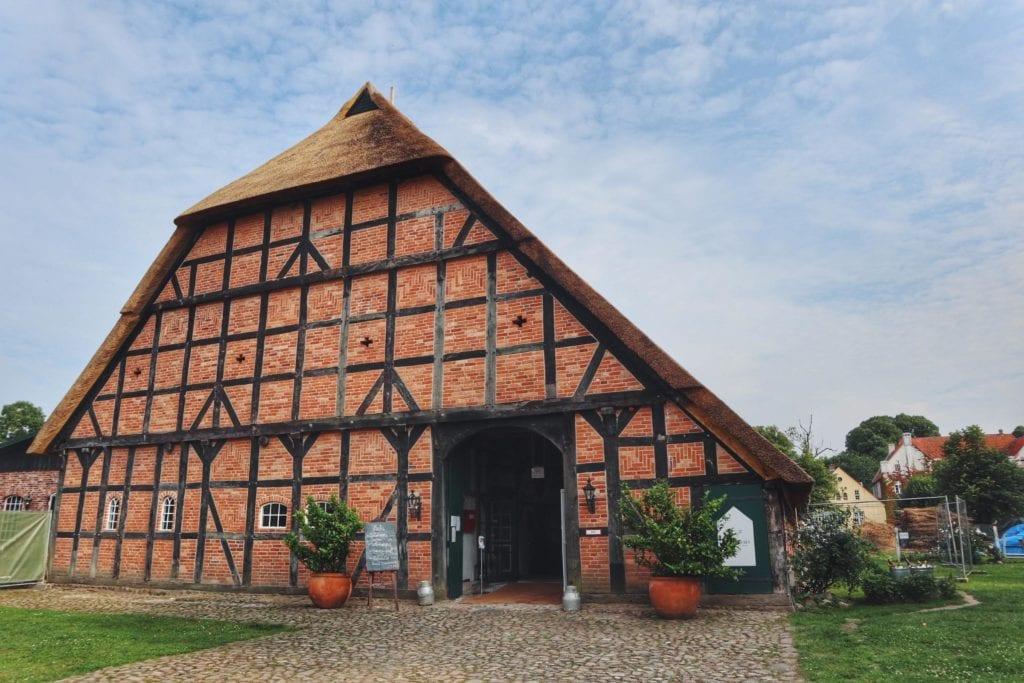 Restaurant Gut Damp altes Reetdachhaus