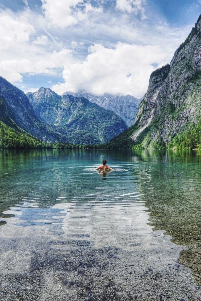 Travellerin Lisa im Obersee beim KönigsseeTravellerin Lisa im Obersee beim Königssee