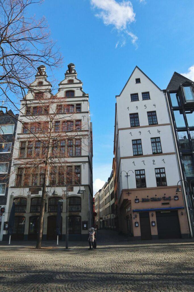 Köln Sehenswürdigkeiten_Alter Markt mit Häusern