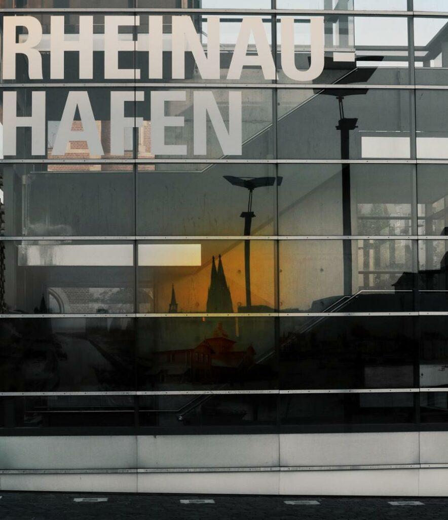 Köln Sehenswürdigkeiten_Rheinauhafen mit Dom