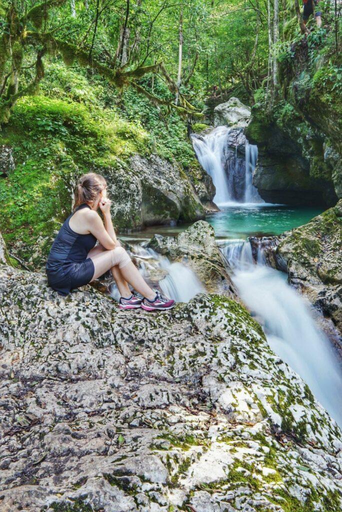 Wandern in Slowenien_Šunik Wasserhain_kaskadenartige Wasserfälle