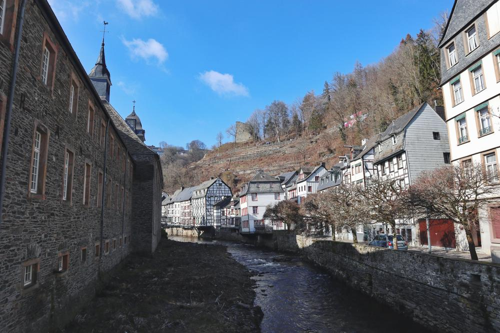 Monschau Rundwanderweg_Altstadt Monschau und Fluss