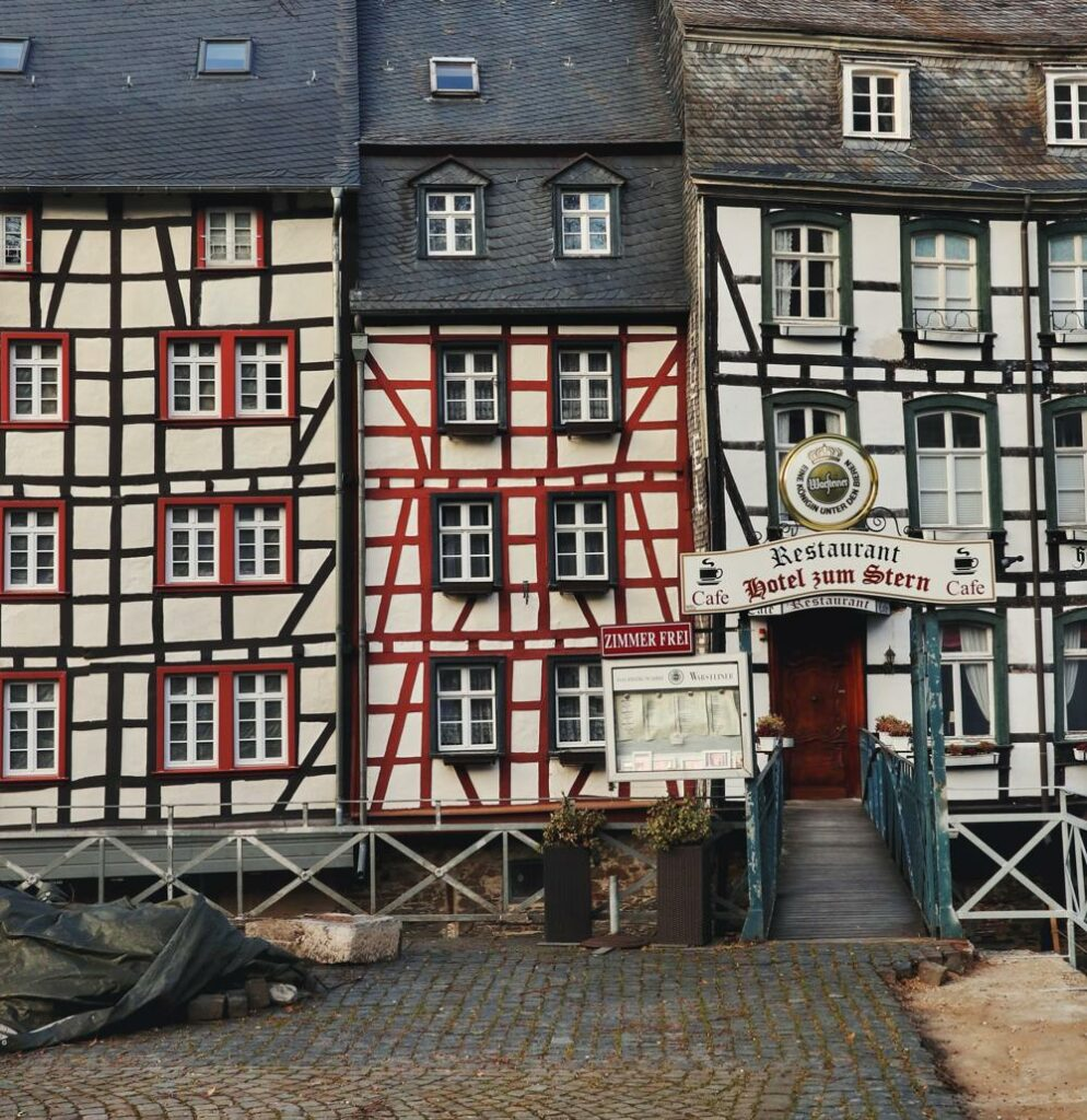 Monschau Rundwanderweg_Markt mit Fachwerkhäusern