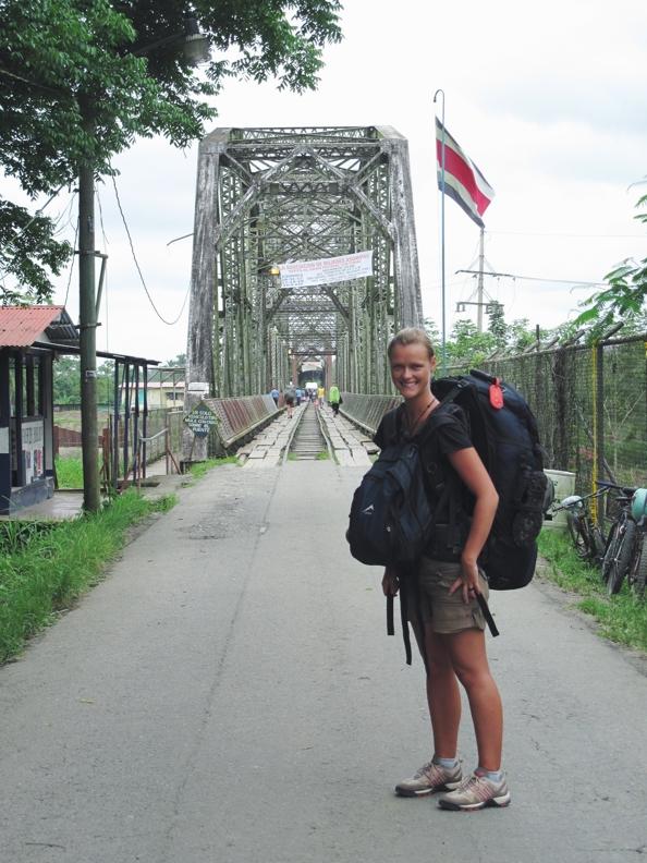 Stefanie_Smile4Travel_Allein reisen als Frau in Mittelamerika_Grenzübergang Costa Rica_Panama_2009