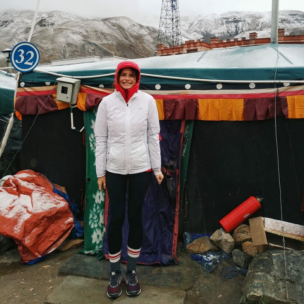 Travellerin Lisa im Mount Everest Basecamp