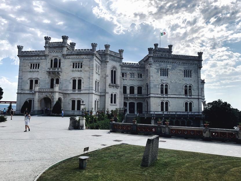 Triest Sehenswürdigkeiten_Schloss Miramaere von vorne